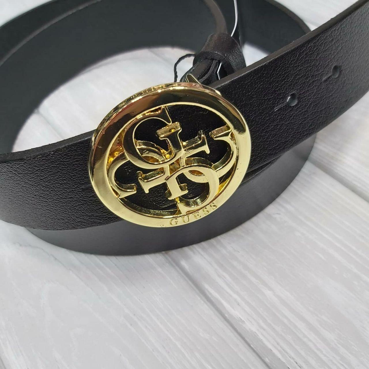 Женский черный ремень из натуральной кожи Итальянского производства с золотистой брендированной пряжкой