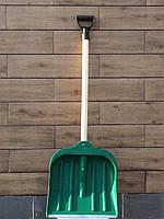 Лопата для уборки снега с деревянным черенком