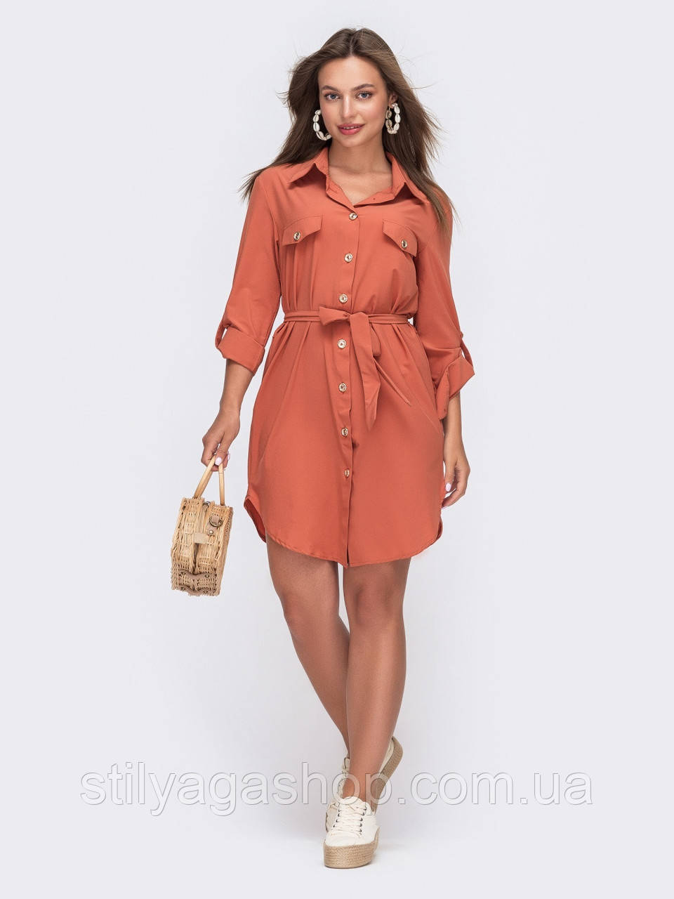 Платье-рубашка на застежке пуговицы и клапанами на лифе
