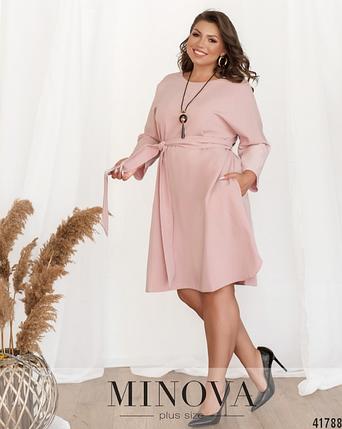 Минималистичное платье А-силуэта с украшением и с поясом Размеры: 50.52.54.56, фото 2