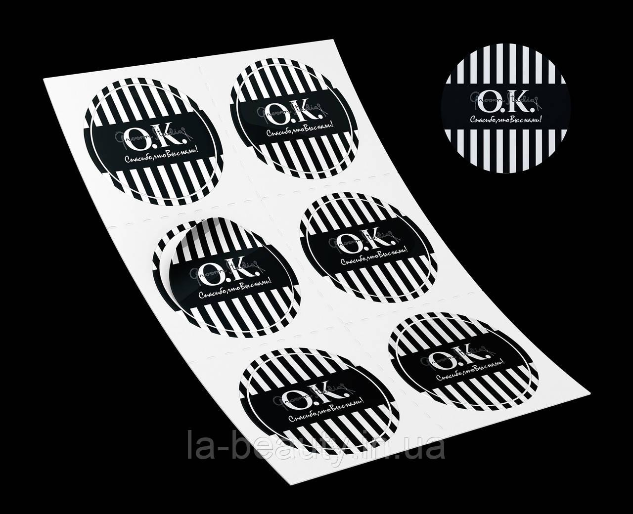 Дизайн и производство наклеек с лаком
