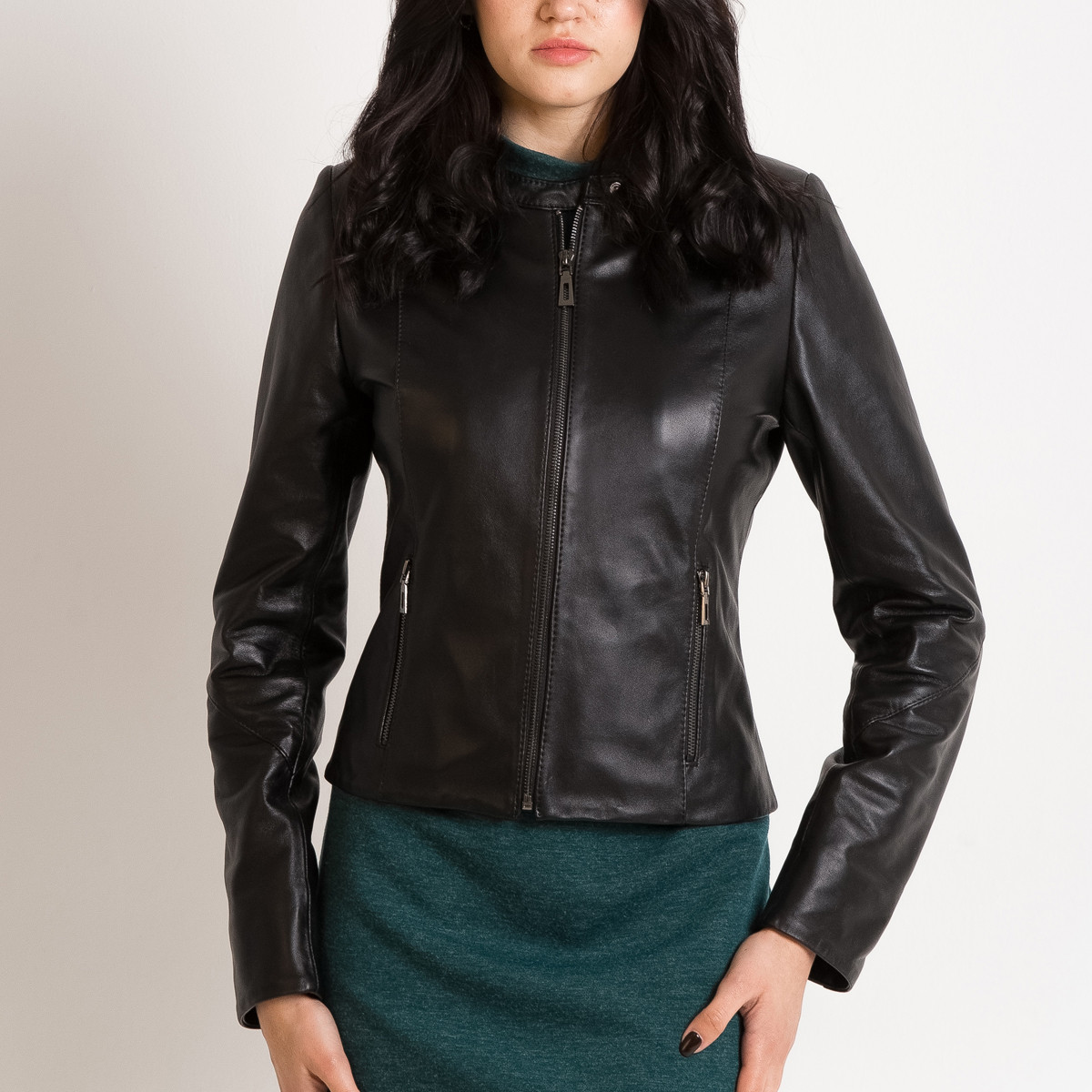 Кожаная куртка женская VK черная короткая (Арт.TF201) 50