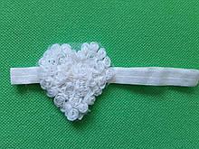 Детская повязка белая - сердечко 7см, размер универсальный (на резинке)