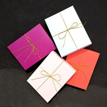 Как упаковать подарок в бумагу крафт