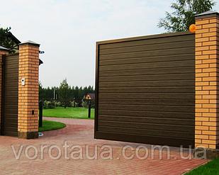 Откатные ворота Alutech с заполнением сендвич панелями с алюминиевой рамой