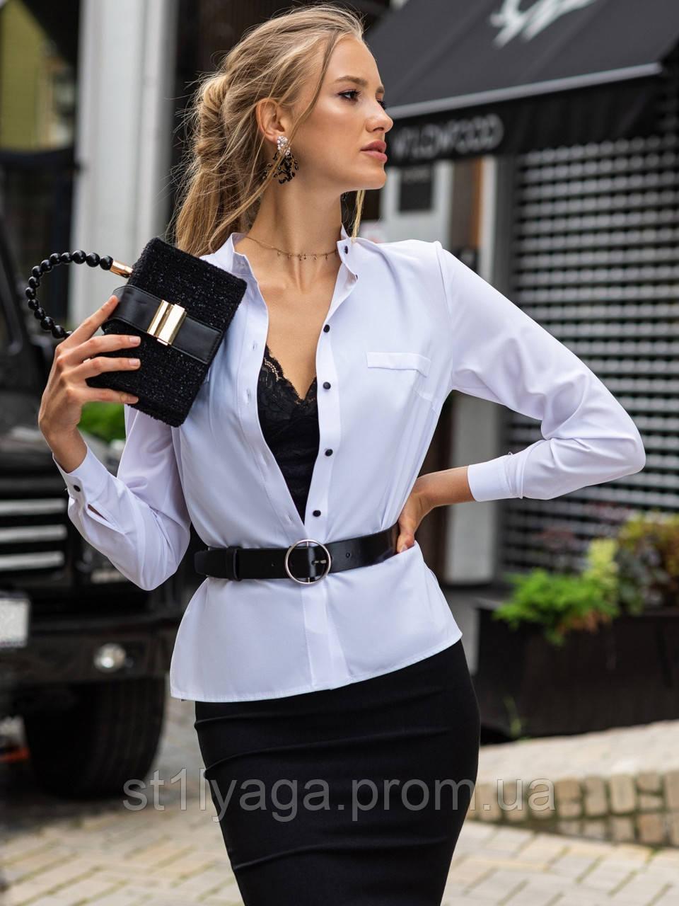 Белая блузка с воротником-стойкой и длинным рукавом