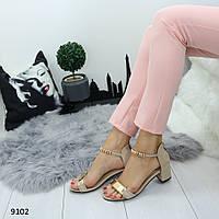 Удобные замшевые босоножки на устойчивом каблуке женские