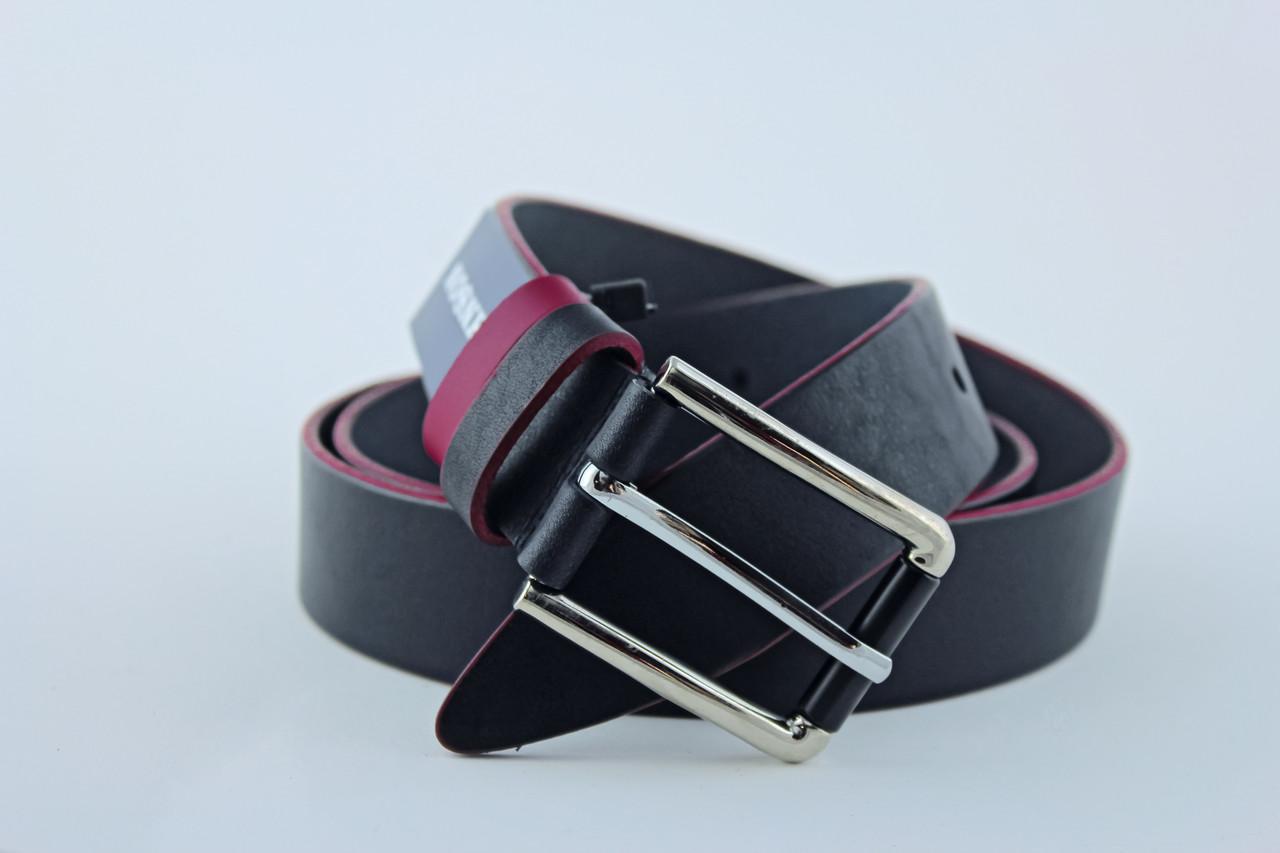 Классический кожанный ремень цвет черный с бордовой каемкой