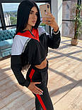 Женский спортивный костюм с трехцветной укороченной кофтой и штанами на манжетах 66051048Q, фото 4