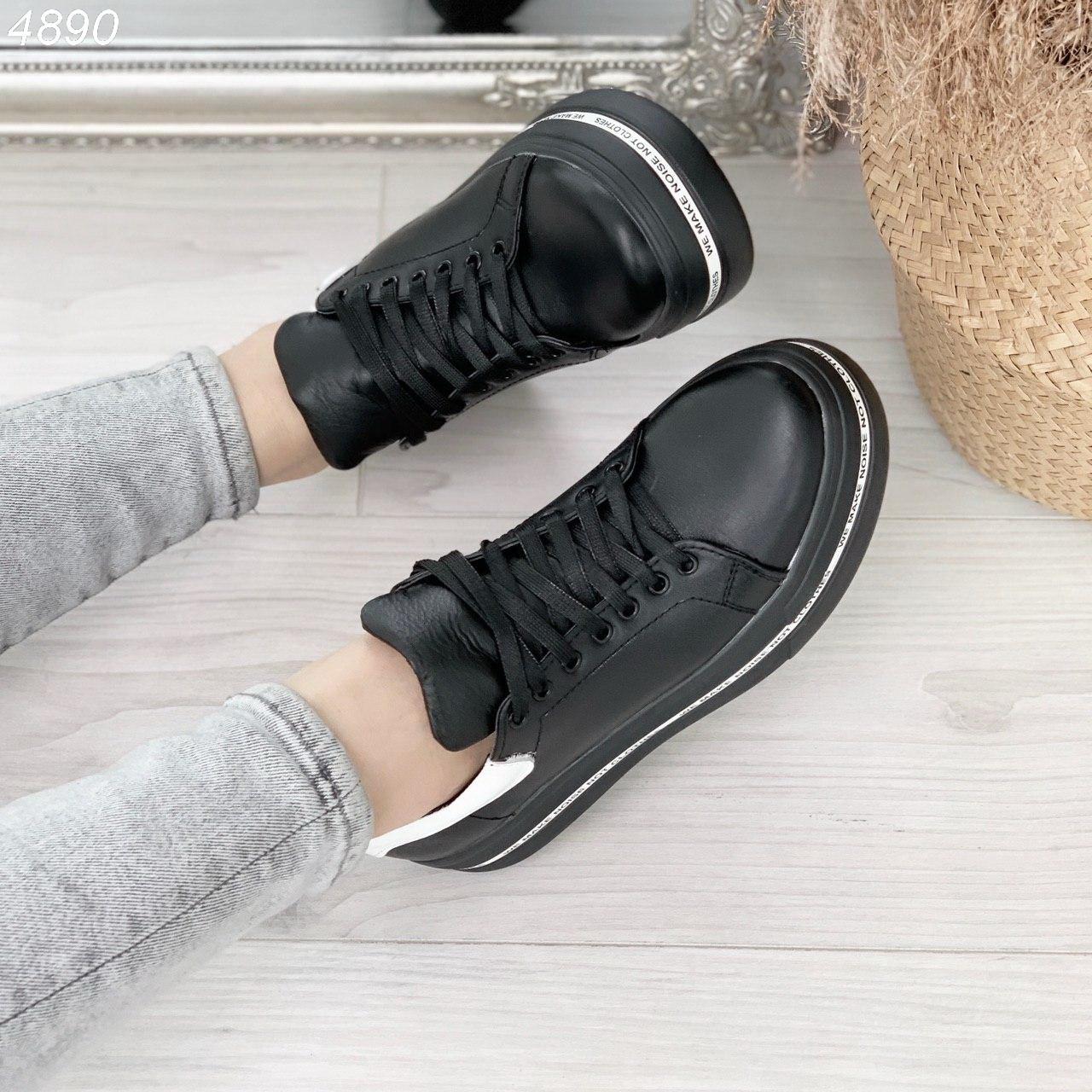 Женские черные кроссовки из натуральной кожи на высокой подошве BO4890