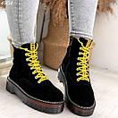 Женские черные замшевые ботинки на завышенной подошве и с желтыми шнурками BO4904, фото 5