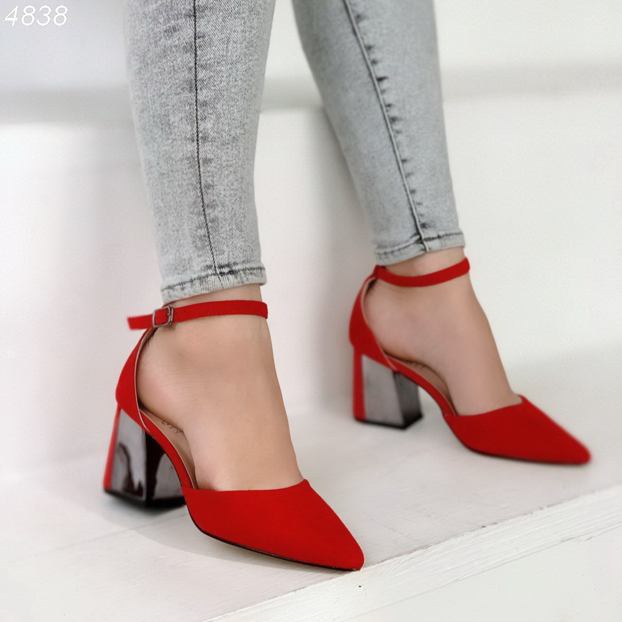 Женские замшевые туфли на квадратном невысоком каблуке BO4838