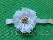 Детская повязка с жемчугом белая - размер цветка 8см, размер универсальный (на резинке)