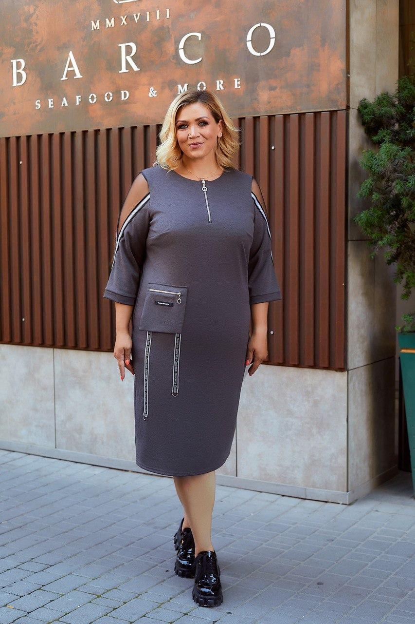 Жіноча трикотажна сукня у спортивному стилі