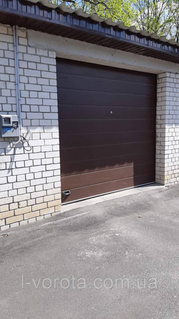 Секционные гаражные ворота DoorHan (цвет коричневый)
