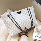 Женская большая классическая сумка шопер на цепочке белая, фото 4