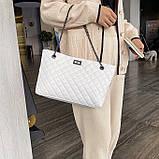 Женская большая классическая сумка шопер на цепочке белая, фото 3