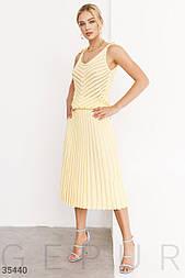 Тоткотажная плиссированная юбка миди желтая