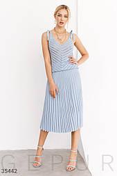 Тоткотажная плиссированная юбка миди голубая