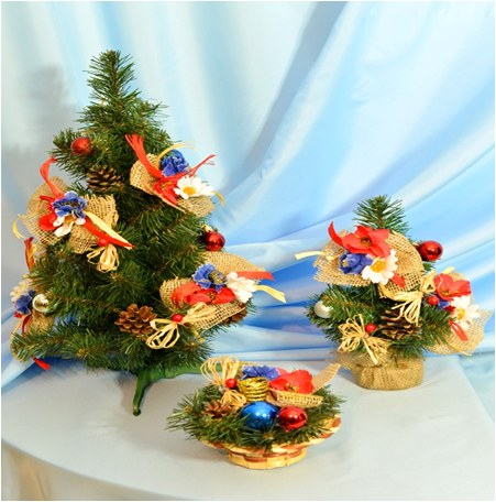 Маленькая наряженная елка Рождество