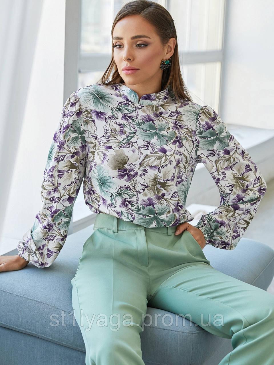 Принтованная блузка с воротником стойка и длинным рукавом