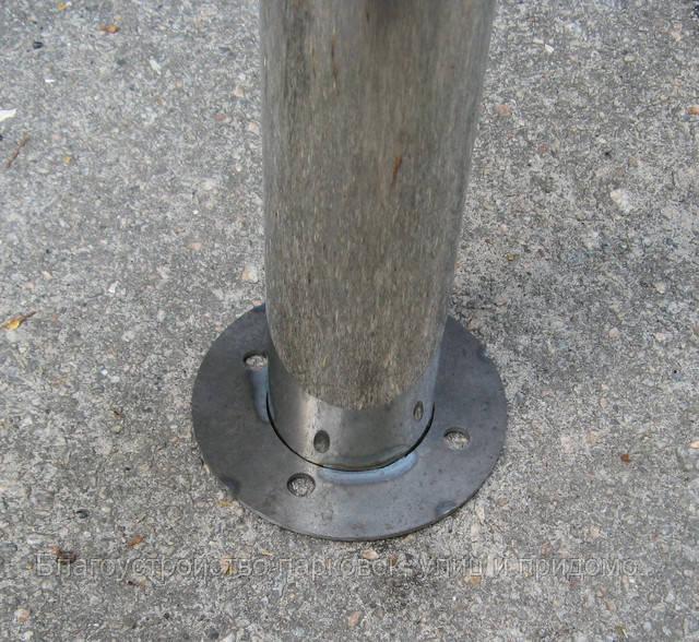 Столбик из нержавеющей стали для ограждения парковки