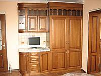 Кухня из натурального дерева.