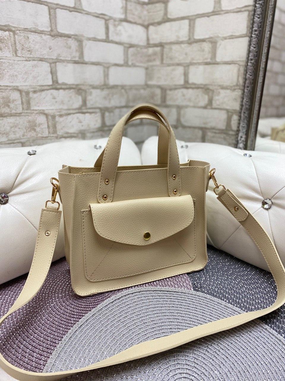 Бежевая женская классическая сумка на плечо средняя модная сумочка кожзам
