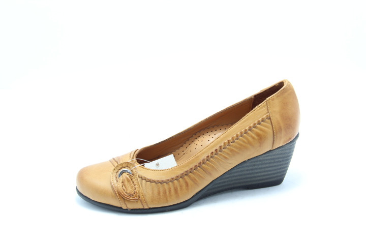 Светлые женские туфли на танкетке Koraka 112-T