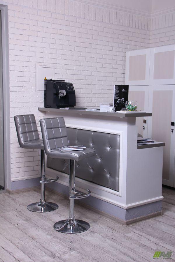 Купити барні стільці в інтер'єрі офісу
