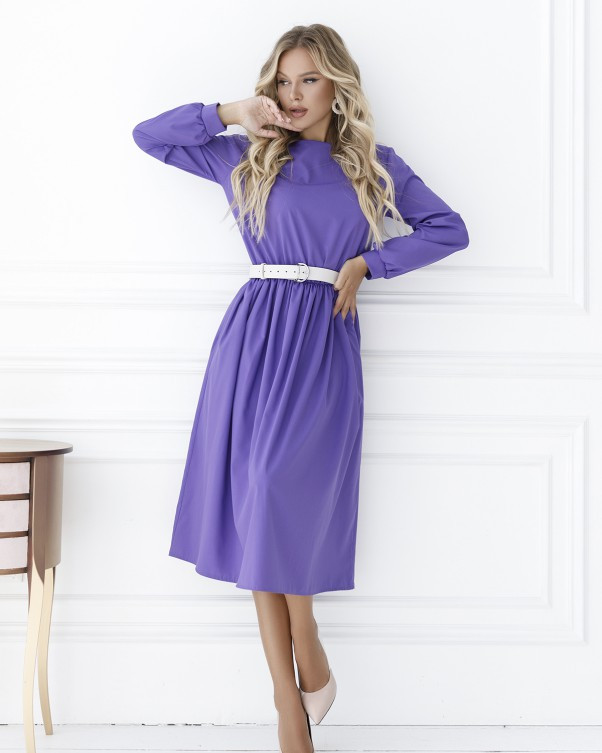 Сиреневое приталенное платье с длинными рукавами