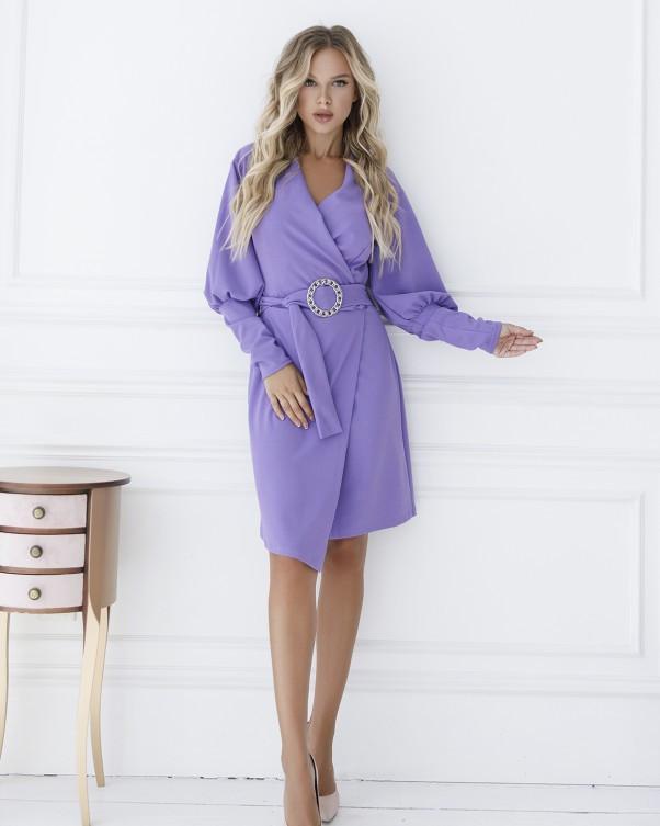 Фиолетовое платье с декольте на запах