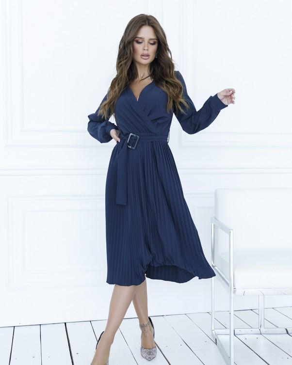 Темно-синее приталенное платье с плиссировкой