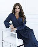 Темно-синее приталенное платье с плиссировкой, фото 4