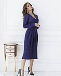 Синее в красный горошек платье с декольте на запах, фото 2