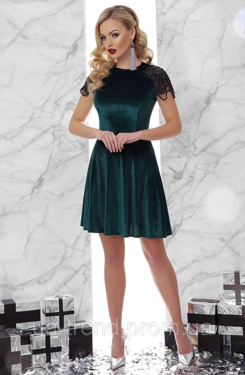 Велюрову сукню зеленого кольору