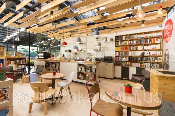 Деревянные конструкции и мебель в  кафе