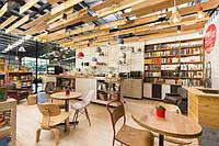 Деревянные конструкции и мебель в  кафе, фото 1