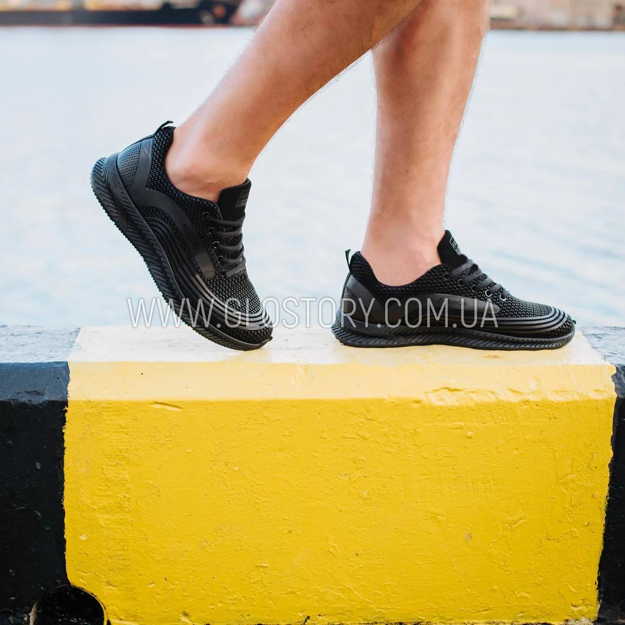 Чоловічі чорні кросівки