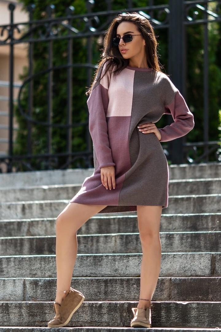 Женское вязаное платье свободного кроя