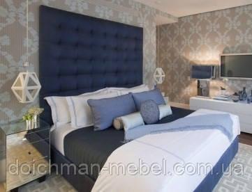 Двуспальная кровать с мягкой панелью