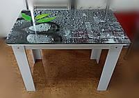 Стеклянный стол на ДСП опоре с зелёным листом на серых каплях воды