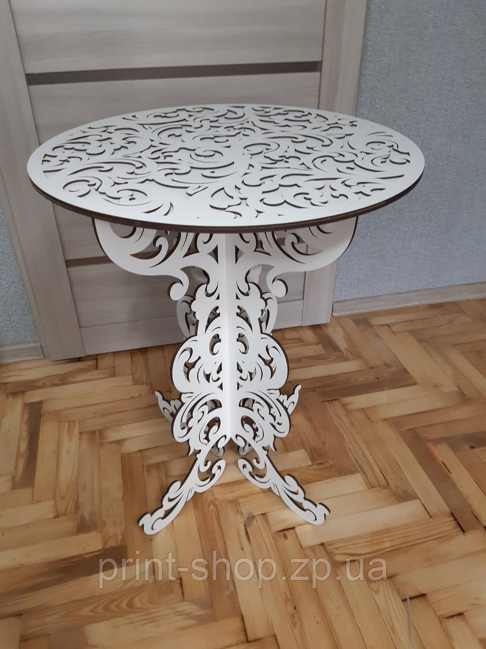 Ажурный столик для росписи. Разные  виды дизайнов