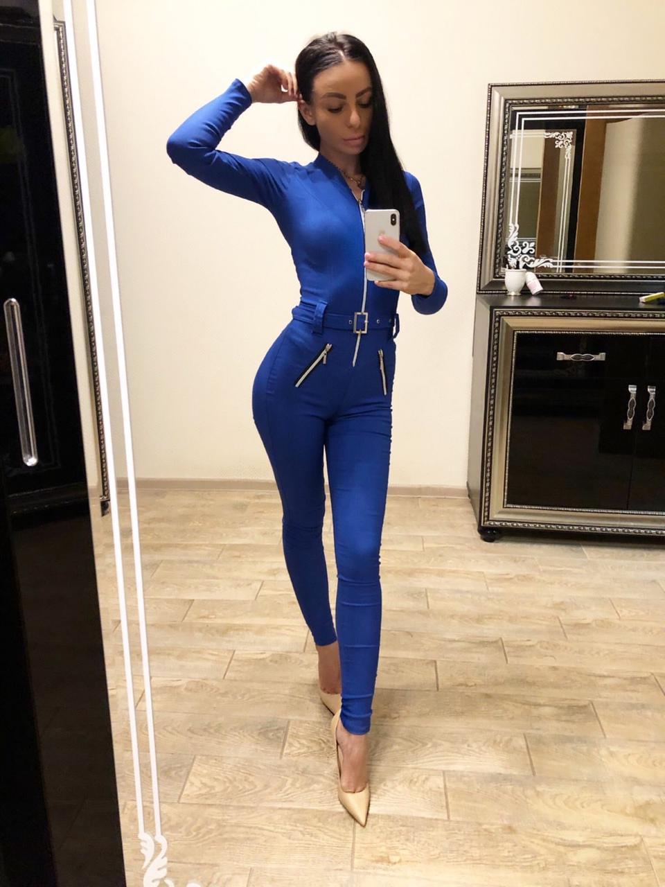 Комбинезон женский из джинса на молнии с поясом электрик  М