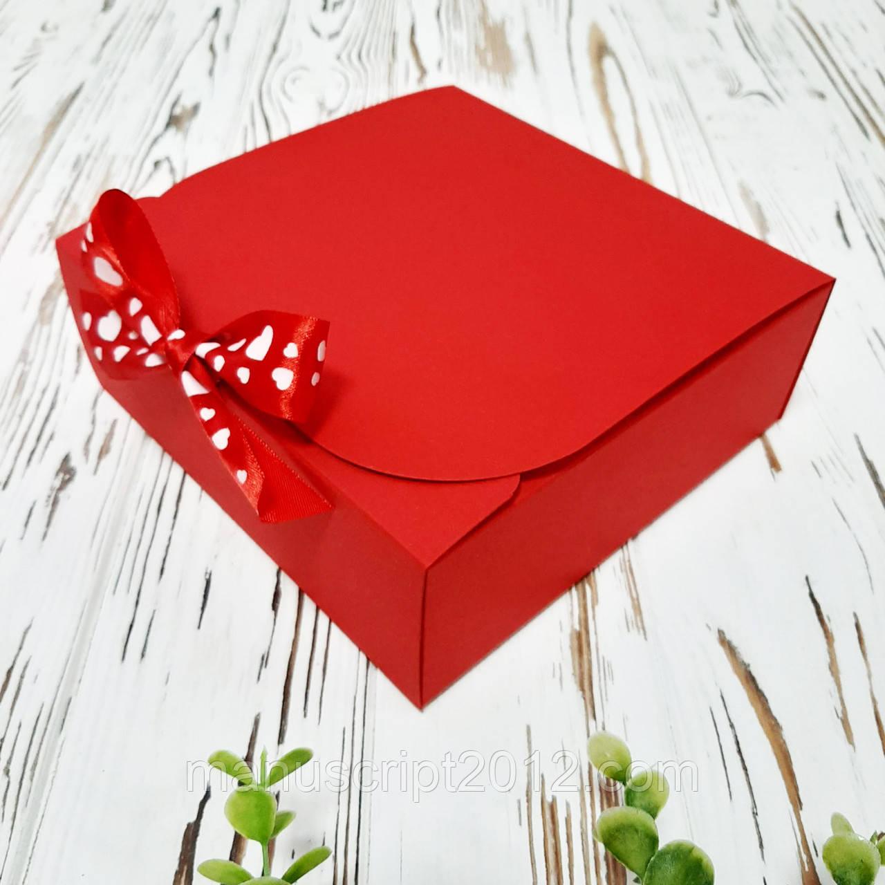 Коробка 170х170х60 мм красная с бантом