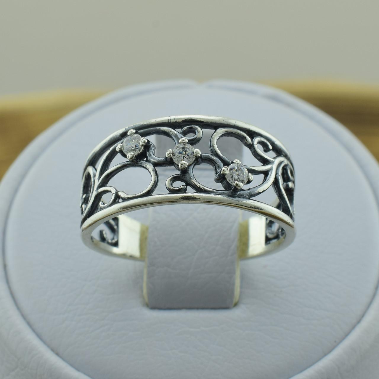 Серебряное кольцо Ажурное кружево вставка белые фианиты вес 2.35 г размер 19