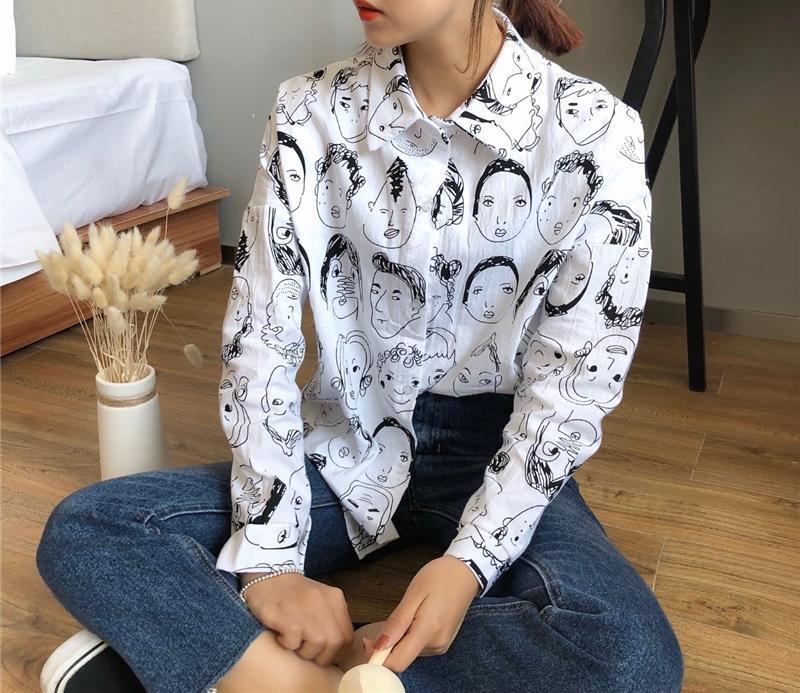 Трендовая белая классическая рубашка с принтом лица оверсайз свободная