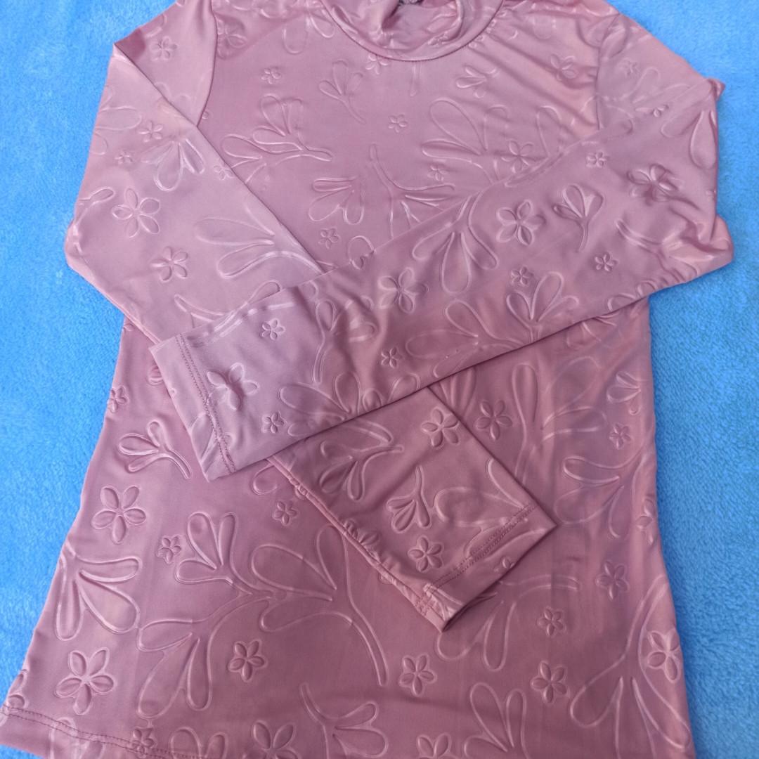 Кофта для девочки розовая с узором.