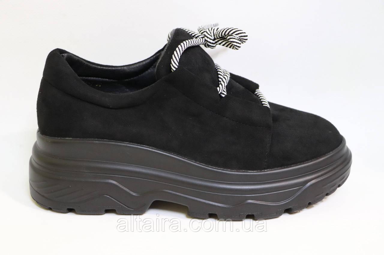 Молодіжні жіночі замшеві туфлі на високій підошві чорного кольору. Розміри 36-41.
