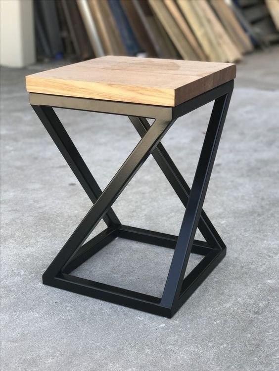 Низкий барный стул из металла и натурального дерева в стиле LOFT